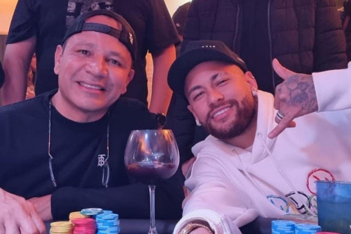 Neymar ao lado do pai
