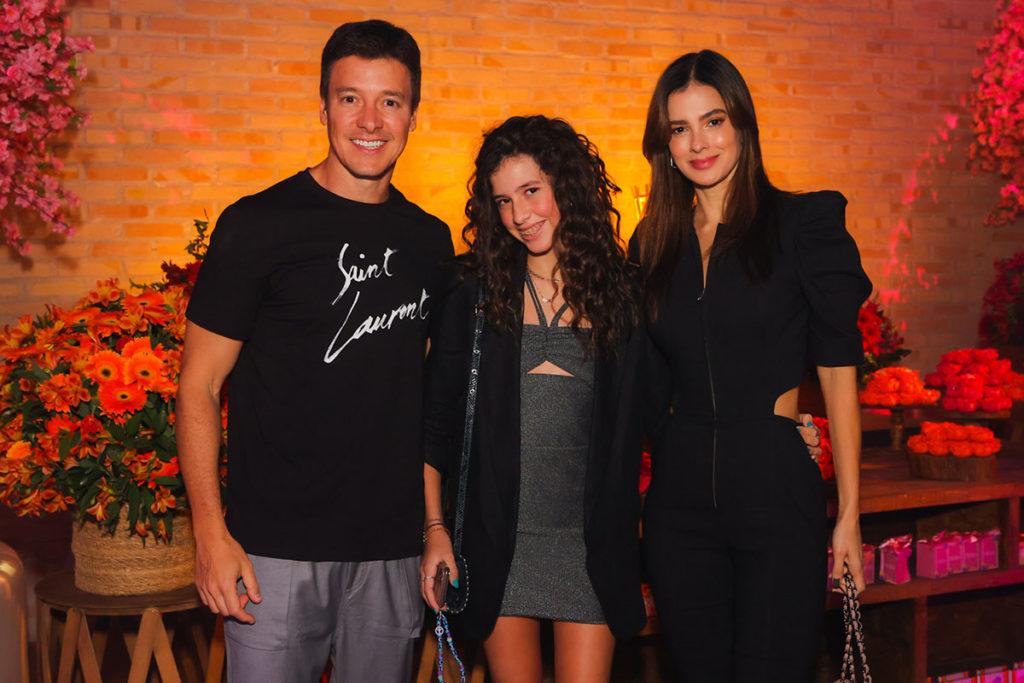Rodrigo Faro e Vera Viel com a filha Maria