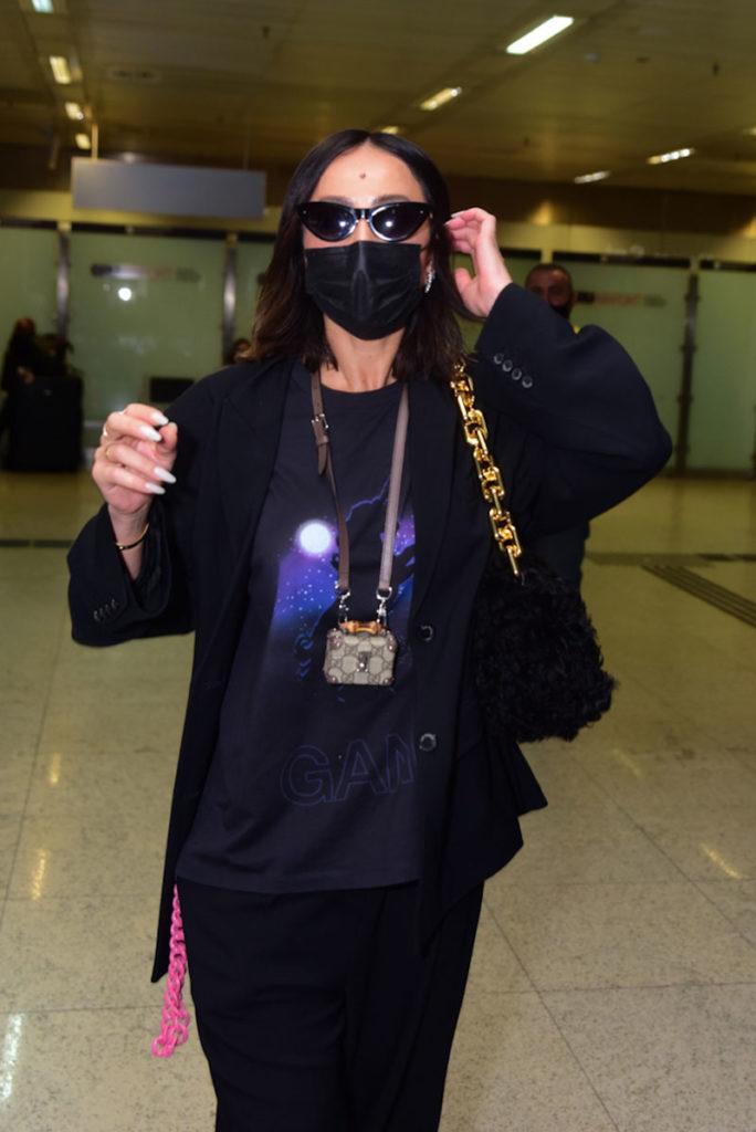 Sabrina Sato volta ao Brasil após a Paris Fashion Week