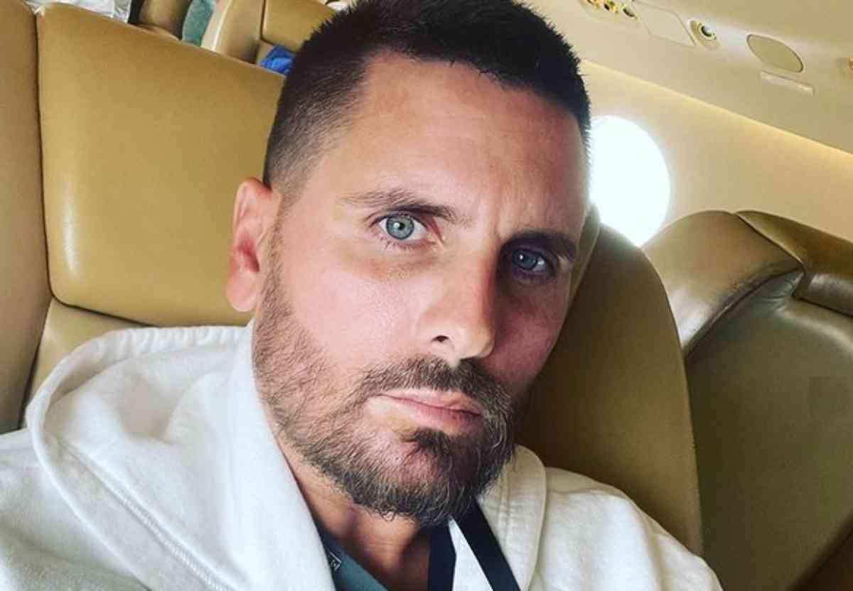 Scott Disick, selfie sério no avião