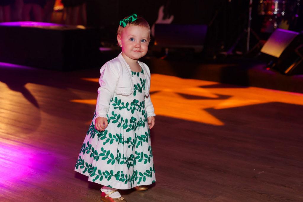 Vicky, filha de Roberto Justus e Ana Paula Siebert, roubou a cena na pista de dança
