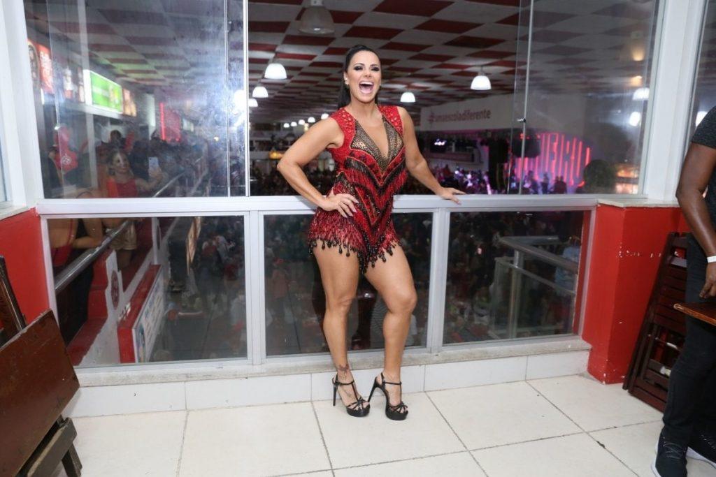 Viviane Araujo na quadra da Salgueiro