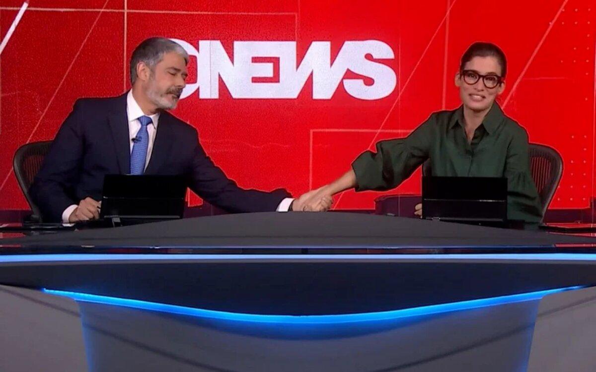 William Bonner dá a mãe a Renata Vasconcellos que chora ao vivo no 'Jornal Nacional'